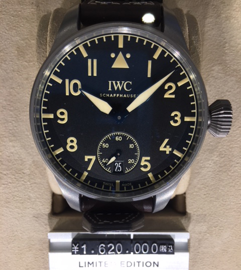 初代パイロットウォッチをおもわせるそのデザインは、その後数多くのフォロワーを生み出します。 IW510301 ¥1,620,000-