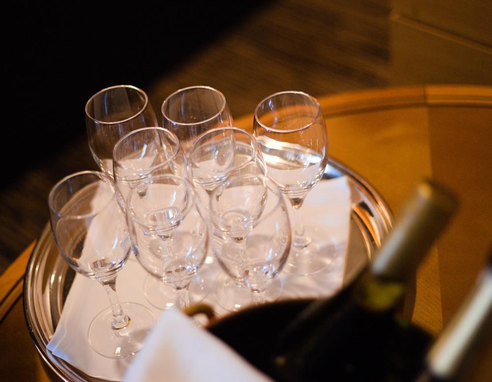 ドリンクはスパークリングワイン、ノンアルコールスパークリング、その他のソフトドリンクをご用意