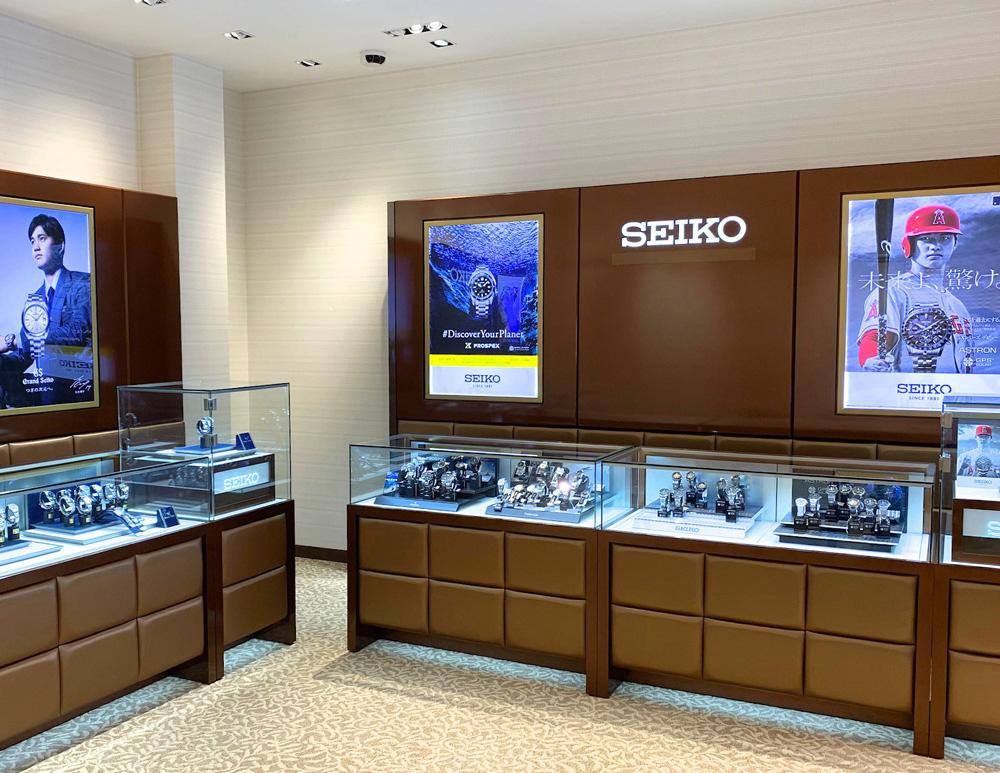 広々とした空間で、日本の時計をご覧頂きながら優雅なひとときをお過ごしください。